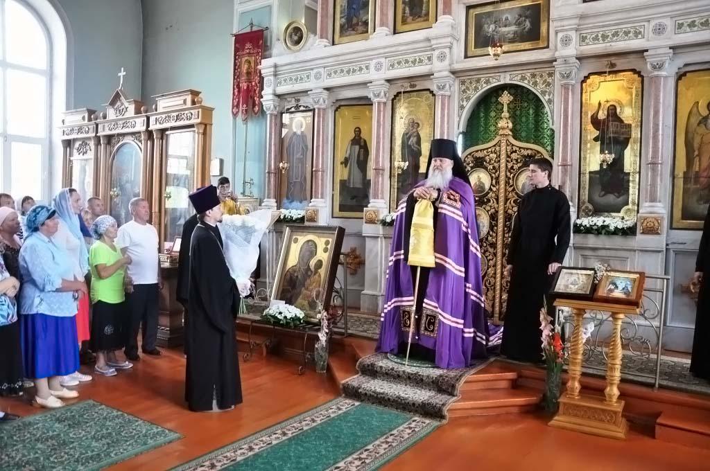 Епископ Тихорецкий и Кореновский Стефан совершил богослужение в Свято-Троицком храме ст. Казанской