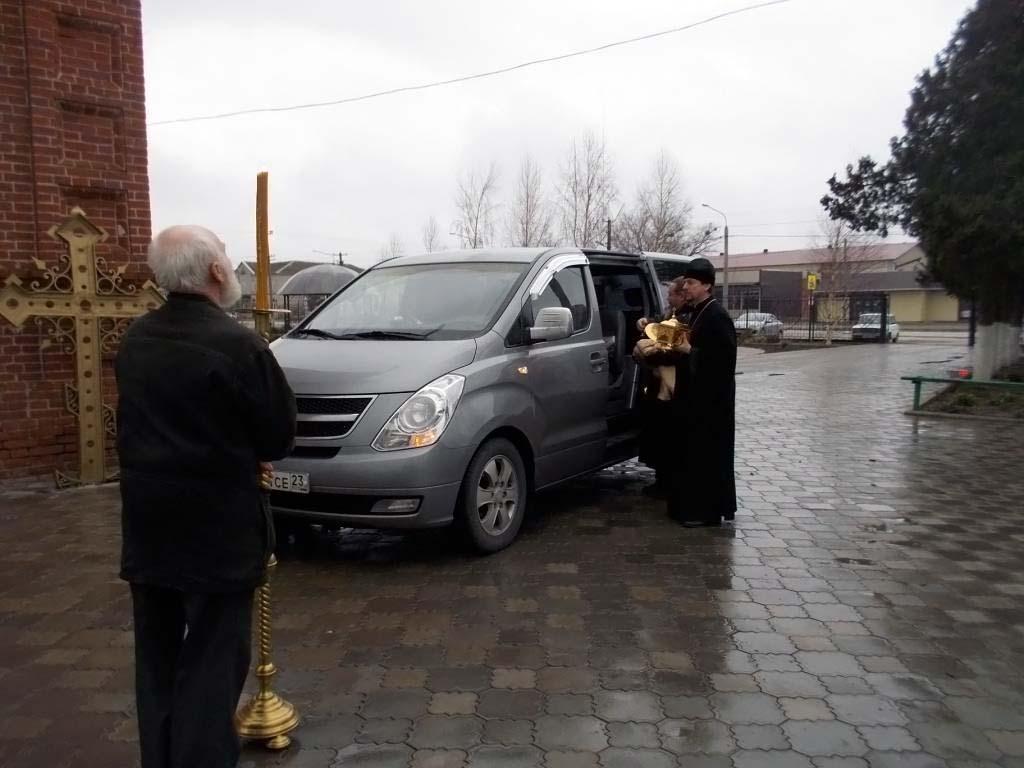 19 декабря в Свято-Троицкий храм станицы Казанской для поклонения были доставлены святыни