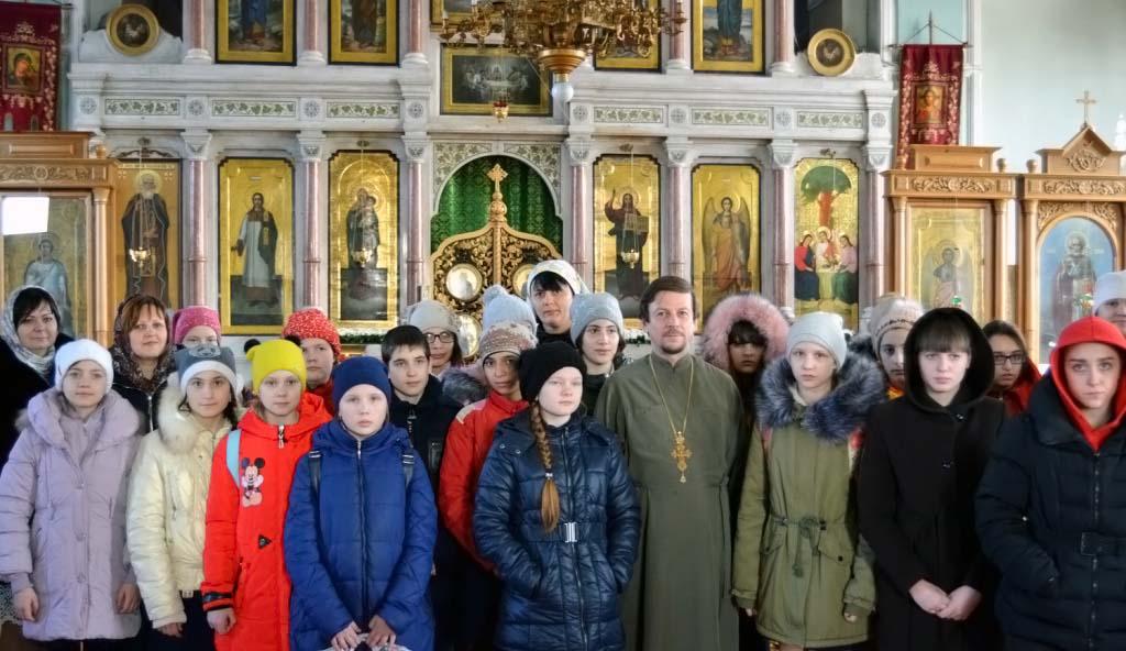 В Свято-Троицком храме станицы Казанской состоялась встреча учащихся школы искусств с настоятелем храма