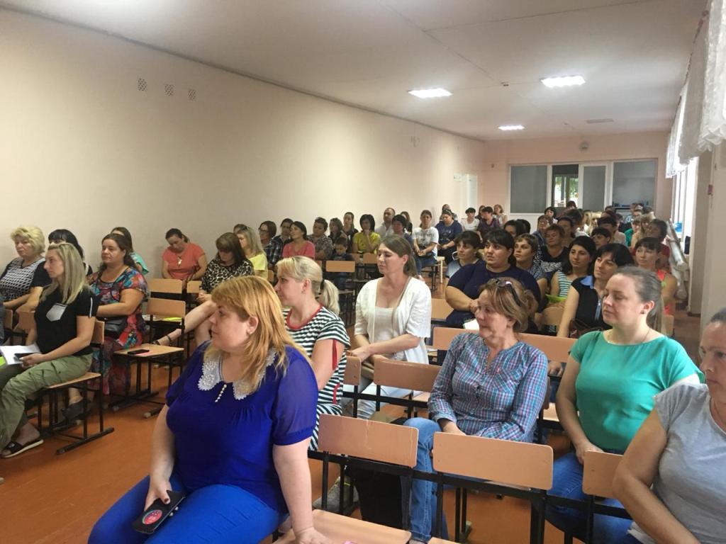 В школе №20 станицы Казанской прошло общешкольное родительское собрание с участием священника
