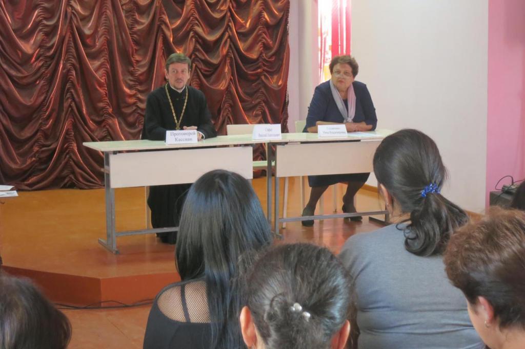 В школе №19 станицы Казанской прошло родительское собрание с участием священника
