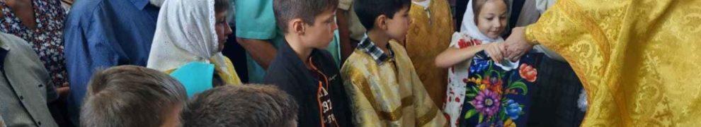 8 августа в Свято-Троицком храме станицы Казанской проводилась благотворительная акция «Собери ребенка в школу»