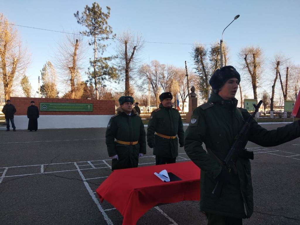 Священник принял участие в церемонии принятия воинской присяги