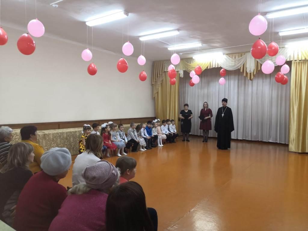 В детском саду станицы Казанской священник провел занятие с детьми и родителями